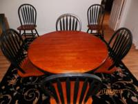 Dining table w 6 Windsor-back chairs. The set is in