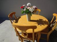 Great looking dining table set for sale. It comes with