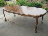 Beautiful dinning room set table with 2 leaves 2arm