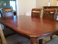 Type: Dining Room Type: Sets Like new dining room suit
