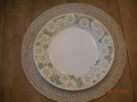 Eight-6 piece place settings (dinner plate, salad