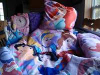 2 Ariel fleece blankets 6'x8', 2 Ariel bean bag