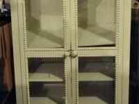 Very nise display cabinet. Off-white distressed look.