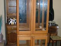 DISPLAY CABINET FOR SALE IN GREAT CONDITIONS.ASKING