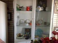 Display cabinet suitable for a lake location or summer