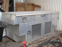 Aluminum heavy duty dog box for sale. Excellent
