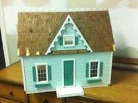 Sweet doll house, perfect for a little girl! The roof