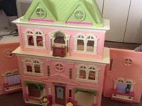 A great fun doll house, it is still in great