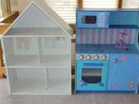 Doll house and Kitchenette set in good condition. I