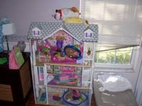 High end MASSIVE dollhouse with accessories , super