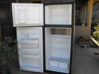 Dometic RM 2852 Rv refrigerator excellent condition
