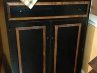 Beautiful Back & wood stain in new condition.  Lots of