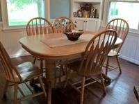 Double Pedestal Dining Table with 6 chairs. Table