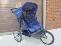 BABY TREND DOUBLE STROLLER VERY NICE LIKE NEW