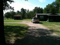 THIS IS A 1998 town & country manufactured home. 1586