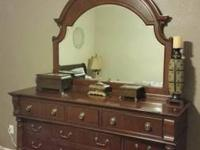 I'm selling this dresser in excellent condition, We're