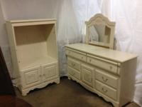 Dresser w/mirror for sale. In very good condition.