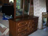 Dresser w/twin mirror $50.. good condition cash only