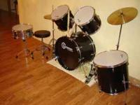 Gammon drum set in excellant condition...includes