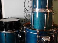I am selling a very nice 5 piece drumset. Mapex Mars