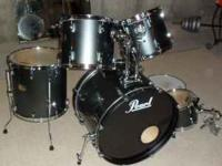 This Pearl Export drum kit comes with the following