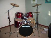 5 piece yamaha drum set with 3 piece symbols and