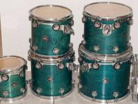 This posting is for a shell set of Drum Workshop maple