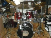 Drum set comes with a bass drum, 2 toms, a floor tom, a