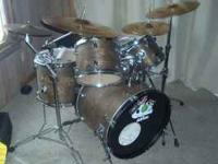 i am selling a refinished d2 ddrum drum set. everything