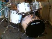 Vintage Ludwig Drumset, in amazing condition with lots