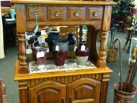 This beautiful dry sink is in excellent condition. It