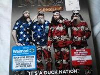 duck dynasty season 4, in great condition no scratches.