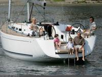 THE SLEEK DUFOUR 45E STRETCHES OUT ELEGANTLY AND