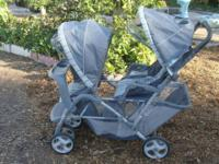 Very nice baby stroller that holds 2 kids Easy to fold