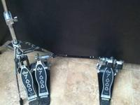 Up for sale are some nice DW 7000 double bass pedals.