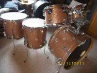 Beautiful set of DW drums in excellent plus condition.