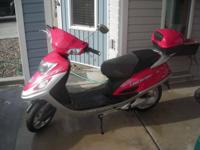 Electric Scooter, great condition. New battery, great