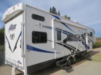 Like new - 2013 5th wheel toy hauler!. **10 FOOT GARAGE