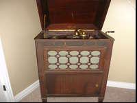 Antique Edison Hand Crank Phonograph. Has several of