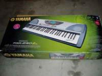 Electric keyboard in excellent condition with all the