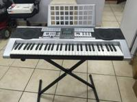 This MK-922 electric keyboard comes with everything in