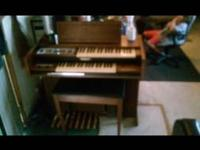 Like new Baldwin fun time electric organ.comes with