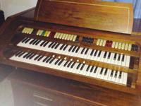 Electric organ with bench great condition available