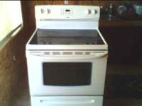 CERAMIC TOP ELECTRIC STOVE IN EXCELLENT CONDITION.