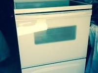 White, Whirlpool Electric stove. Excellent condition!
