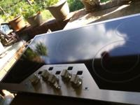 Nice cooktop! Never used, has ceramic top with 5