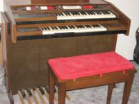 Baldwin organ with bench, excellent condition Cabaret