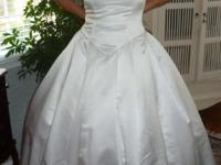 Italian silk wedding gown - fits a size 8. Fitted
