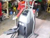 Horizon Club Series Model CSE-3.5 Elliptical Machine.