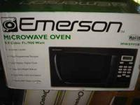 up for sale is a new EMERSON 900 watt Microwave oven